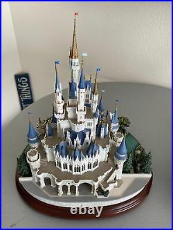 WALT DISNEY WORLD Cinderella Castle OLSZEWSKI Used First Edition See Desc